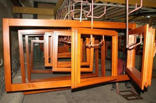 При изготовлении деревянных окон